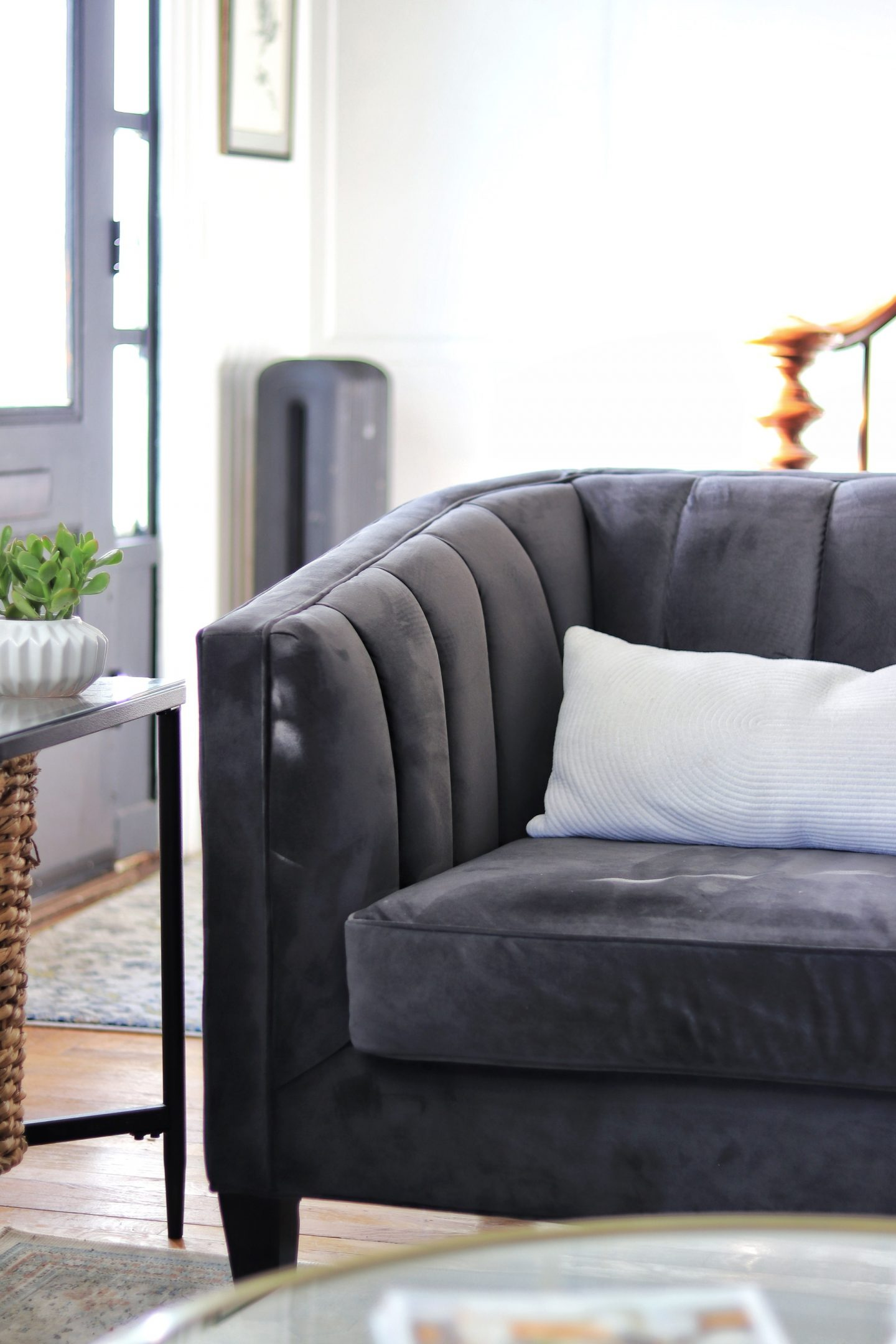 4 Modern and Stylish Sofas from Raymour & Flanigan and Living Room