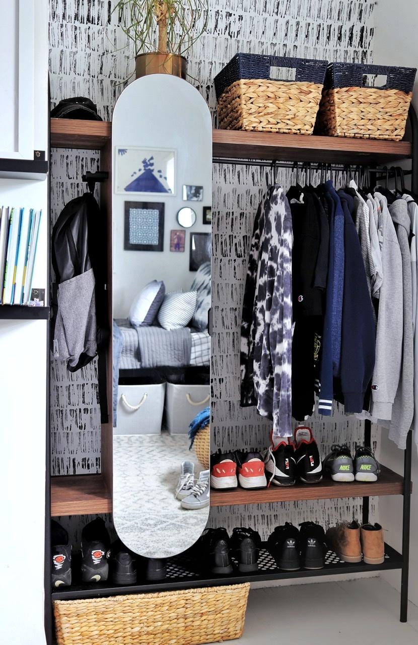 Tween Boy Bedroom open closet