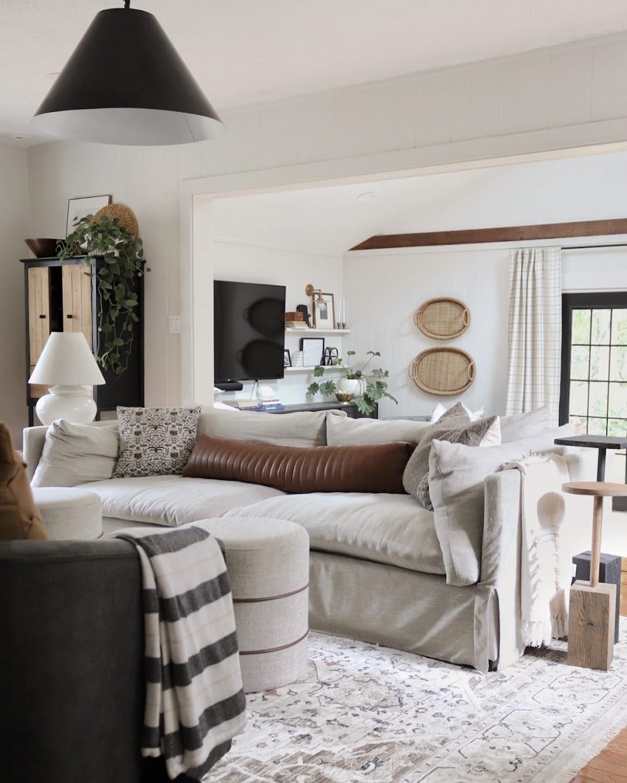 Warm neutral livingroom